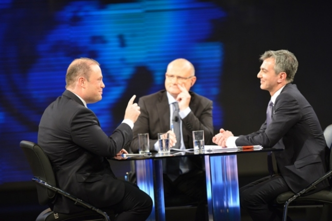 Joseph Muscat and Simon Busuttil were hosted on PBS's Reporter by Saviour Balzan